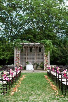 10 Creative Ways to Line the Wedding Ceremony Aisle