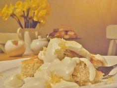 Lemon Tray Bake Delicious Deserts, Tray Bakes, Yummy Cakes, Lemon, Easy Meals, Baking, Eat, Recipes, Sheet Cakes