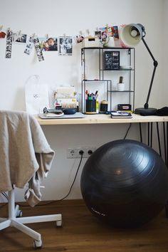 Lasst euch von der gesamten Homestory auf unserem Blog inspirieren! Aerial Hoop, Interior Inspiration, Office Desk, Blog, Furniture, Home Decor, Small Den, Dance Routines
