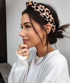 4 Simple And Quick Hairstyle Ideas Loved By Women — Teletype Scarf Hairstyles, Pretty Hairstyles, Easy Hairstyles, Wedding Hairstyles, Hairstyles With Headbands, Casual Hairstyles, Summer Hairstyles, Hairstyle Ideas, Medium Length Hairstyles