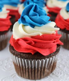 Patriotic Swirl Cupcakes - This easy to make red white & blue cupcake recipe is perfect for a of July party or Memorial Day barbecue and tastes amazing. 4th July Cupcakes, Patriotic Cupcakes, Fourth Of July Cakes, Swirl Cupcakes, Patriotic Desserts, Holiday Cupcakes, 4th Of July Desserts, Fourth Of July Food, 4th Of July Party