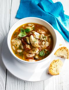 Seafood stew with garlic sourdough Seafood stew with garlic sourdou idris Seafood Stew, Fish And Seafood, Seafood Recipes, Soup Recipes, Healthy Cooking, Healthy Eating, Cooking Tips, Frozen Meals, Soup And Sandwich