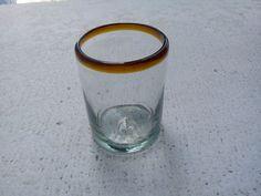 Vaso de vidrio soplado, medio litro. Más info en: www.artesaniasdetonala.com