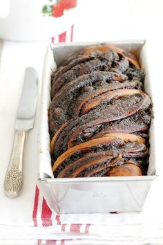אחת העוגות שהכי קשה לי לעמוד בפניה היא בלי צל של ספק עוגת שמרים שוקולד טרייה ו