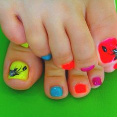 Cute summer nails!