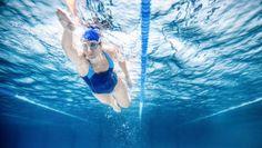 La natación es un deporte completo en el que participan casi todos los músculos del cuerpo. ¡Descubre sus beneficios!