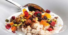 Kolesterolnivået i blodet bestemmes av arv og kostholdsmessige faktorer.Små endringer i livsstilen og matvarevalg kan gi målbare resultater på kolesterolverdiene. Risotto, Oatmeal, Grains, Gluten, Breakfast, Ethnic Recipes, Food, The Oatmeal, Morning Coffee