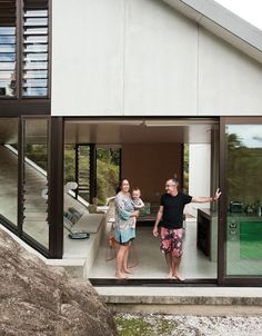 yates-residence-amanda-adam-awa-portrait-facade