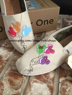 Rubiishoos on #etsy.com Disneyland Mickey and Minnie inspired balloons on toms