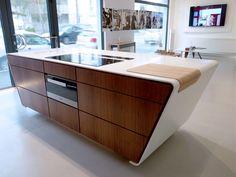 Ateliers Malegol, 230 rue St Malo à Rennes - Ilot avec plan de travail en Corian, billot en bois massif intégré , façades meuble en noyer plaqué