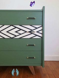 A unique take on a plain chest of drawers, upcycled beautifully. Green paint with monochrome pattern on one drawer. #getcreative #chestofdrawers #upcycle #upcycled #upcycledfurniture #green<br> Refurbished Furniture, Upcycled Furniture, Dining Furniture, Furniture Projects, Diy Furniture, Furniture Design, Dresser Furniture, Dining Rooms, Dresser Drawers