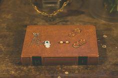 A noiva usou jóias delicadas da família. Foto: Canvas Ateliê