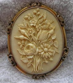 Antique vintage Victorian Ivory Cameo of a Bouquet of Flowers in Gold Frame, France, c. Victorian Jewelry, Antique Jewelry, Vintage Jewelry, Antique Brooches, Gothic Jewelry, Silver Jewellery, Cameo Jewelry, Jewelry Box, Jewlery