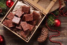 Homemade, healthy fudge made with coconut oil! This Coconut Oil Chocolate Fudge is made with just 5 ingredients including metabolism boosting coconut oil! Homemade Peanut Brittle, Peanut Brittle Recipe, Brittle Recipes, Homemade Fudge, Fudge Recipes, Cake Recipes, Coconut Oil Fudge, Coconut Oil Chocolate, Sugar Free Chocolate