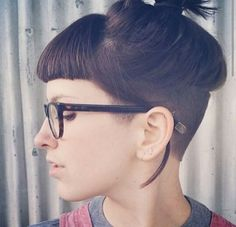 I don't know if I want to take this to the side, but this looks awesome. Maybe when my hair's longer?