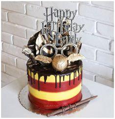 Harry Potter Theme Cake, Harry Potter Motto Party, Harry Potter Desserts, Bolo Harry Potter, Gateau Harry Potter, Harry Potter Birthday Cake, Harry Potter Food, Cupcake Cakes, Cupcakes