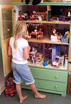 Barbie sized doll house in armoire/media cabinet. Drawers below for storage of Barbie stuff. Diy For Kids, Cool Kids, Crafts For Kids, Baby Crafts, Repurposed Furniture, Diy Furniture, Dresser Repurposed, Furniture Refinishing, Barbie Furniture
