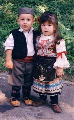 Serbia children in national dress Kids Around The World, We Are The World, People Around The World, Precious Children, Beautiful Children, Beautiful People, Little People, Little Ones, Folk Costume