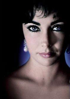"Previous pinner: ""You can't beat some old-style Hollywood glamour - Elizabeth Taylor, a true icon. Today's starlets can only dream of emulating her."""