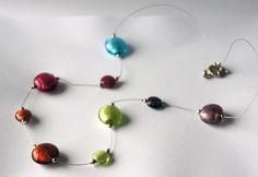 Collier multicolore réalisé en perles de verre : Collier par lesbijouxdunibou