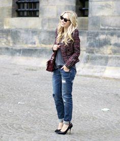 So effortless. Vintage jacket, distressed jeans and heels.