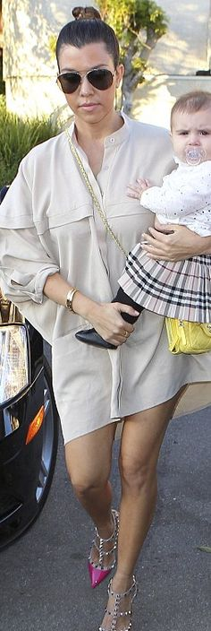 Who made  Kourtney Kardashian's gold jewelry, studed pink pumps, yellow handbag, and sunglasses that she wore in Sherman Oaks?