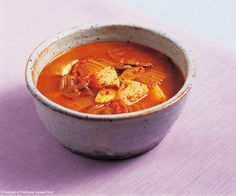 Kimchi stew can be cooked in a relatively simple manner if you have kimchi and the other necessary ingredients. When kimchi and pork is cooked in a simmering broth, you can appreciate the deep and rich flavor. Asian Recipes, Ethnic Recipes, Main Menu, Menu Items, Mets, Kimchi, Soul Food, Thai Red Curry, Side Dishes