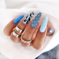 Beautiful isn't about having a pretty face. It's about having a pretty mind, a pretty heart, and a pretty soul. Oh, and don't forget pretty nails! Chic Nails, Stylish Nails, Bling Nails, Swag Nails, Make-up-tipps Und Tricks, Fire Nails, Pretty Nail Art, Best Acrylic Nails, Dream Nails