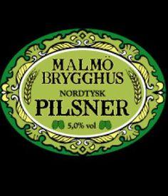 Malmö Brygghus Pilsner / är en underjäst öl av tysk tradition. En välhumlad pilsner med behaglig maltsötma och kraftigt skum.  Den tjeckiska pilsnern bryggdes för första gången år 1842 i staden Pilsen. Den bryggs på ljus tjeckisk malt med ett mjukt, mineralfattigt vatten. Den tyska pilsnern bryggs efter de förutsättningar som finns i norra Tyskland.  Rekommenderad serveringstemperatur 8-10°C.  Alkoholhalt 5 %vol.