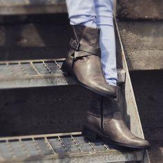Der Herbst ist da und der Winter kommt bestimmt... #stiefel #stiefeletten #taupe #grau #herbst #winterboots #autumnstyle #fashion #shoes #shoeoftheday #potd #onlineshop #weloveshoes #webshop #lieblingsschuhe #schuhe