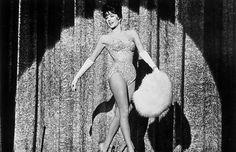 1930'lardan Bir Striptizci Rehberi: Kadınlar Eşlerine Nasıl Soyunmalı