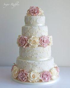 Elegant Wedding Cake With Roses
