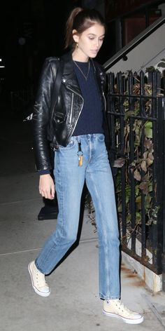 - Sweater Fashion - Look of the Day Kaia Gerber showed off her cozy off-duty style in a leather jacket, blue sweater, vi. Jean Jacket Outfits, Leather Jacket Outfits, Vintage Leather Jacket, Leather Jackets, Ripped Jeggings, Ripped Knee Jeans, Blue Sweater Outfit, Sweater Outfits, Denim Outfits