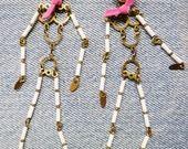 Boucles Squelettes en laiton et perles de rocaille : Boucles d'oreille par lovely-bones www.lovely-bones.fr