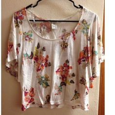 NWOT Medium Flowy American Rag Crop Top Cute medium flowy crop top by American Rag. Never worn, was only hanging in my closet for months American Rag Tops Blouses