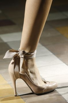 Lanvin Spring 2014 RTW - Details - Fashion Week - Runway, Fashion Shows and Collections - Vogue Fab Shoes, Pretty Shoes, Beautiful Shoes, Me Too Shoes, Nude Shoes, Lanvin, Jimmy Choo, Christian Louboutin, Christian Dior