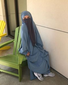 Niqab Fashion, Modest Fashion Hijab, Modern Hijab Fashion, Modest Outfits, Mode Niqab, Mode Turban, Hijab Style Tutorial, Beautiful Muslim Women, Plain Dress