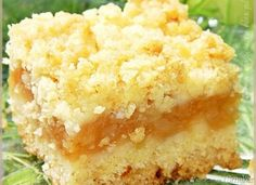 Szarlotka z kruszonką-Neli... Pear Recipes, Sweet Recipes, Baking Recipes, Holiday Desserts, Easy Desserts, Delicious Desserts, Polish Desserts, Cream Cheese Cookies, Dessert Cake Recipes
