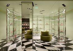 Prada store by Roberto Baciocchi, Paris Commercial Interior Design, Shop Interior Design, Retail Design, Store Design, Clothing Store Interior, Boutique Interior, Rem Koolhaas, Womens Fashion Stores, Design Furniture