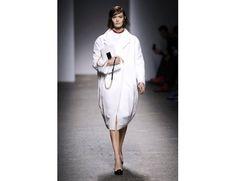 #mfw #milanofashionweek #milanomodadonna N*21 di Alessandro Dell'Acqua www.moda-madeinitaly.com Milano Fashion Week, Normcore, Coat, Jackets, Style, Down Jackets, Swag, Sewing Coat, Peacoats