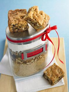 Toffee Blondies in a Jar! - Homemade Food Gift Idea!