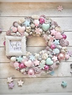 Excellent Screen Advent Wreath gold Ideas Many chapels host the Advent-wreath-making affair about the Wednesday with the season. Pink Christmas Decorations, Christmas Swags, Gold Christmas, Diy Christmas Ornaments, Christmas Home, Advent Wreath, Wreath Crafts, Diy Wreath, Door Wreaths