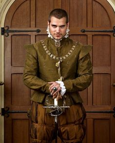 Henry Cavill as Charles Brandon, 1st Duke of Suffolk ~ The Tudors  #dayum