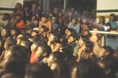 Projeçao de filmes na aldeia Krahô
