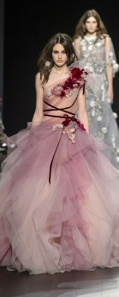 "the-fashion-dish:"" Marchesa Spring/Summer 2018 Ready To Wear"" - Summer Fashion Trends, Spring Summer Fashion, Runway Fashion, Fashion Show, Fashion Outfits, Fashion Design, Spring Summer Trends, Spring Summer 2018, Fashion Women"