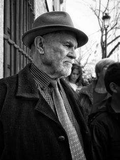 Luisón: Street Photography in B&W. Madrid