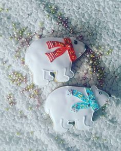 #artfood #art  #medovniky #med #honeycake #honey #medovník #pernicky #pernik #gingerbread #pain #painting #cook #colors #color # #blue #ice #icebear #bear #red #medved#christmastime #christmas #vianoce Honey Cake, Color Blue, Gingerbread, Ice, Bear, Cook, Instagram Posts, Christmas, Painting