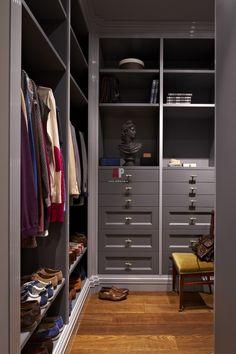 Фото интерьера гардеробной квартиры в стиле неоклассика