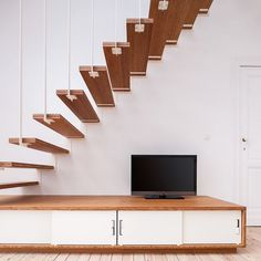 Hanging Staircase And Low Storage Unit – TV Stand - Picture gallery Floating Floor, Floating Stairs, Cottage Office, Living Tv, Home Stairs Design, Tower Block, House Stairs, Pent House, Retail Design