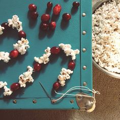 // Cranberry-popcorn garland // Christmas baking day with the girls //